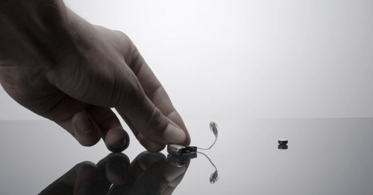 hearing aid with battery